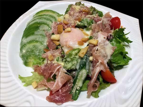 アボカドのシーザーサラダ